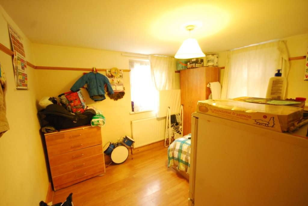 A vendre appartement 2 chambres situe ground floor flat canhall road e11 lo - Appartement a vendre londres ...