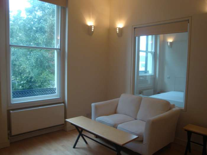 A louer appartement 1 chambre situe 2nd rear penywern rd sw5 londres 310 - Chambre a louer a londres ...