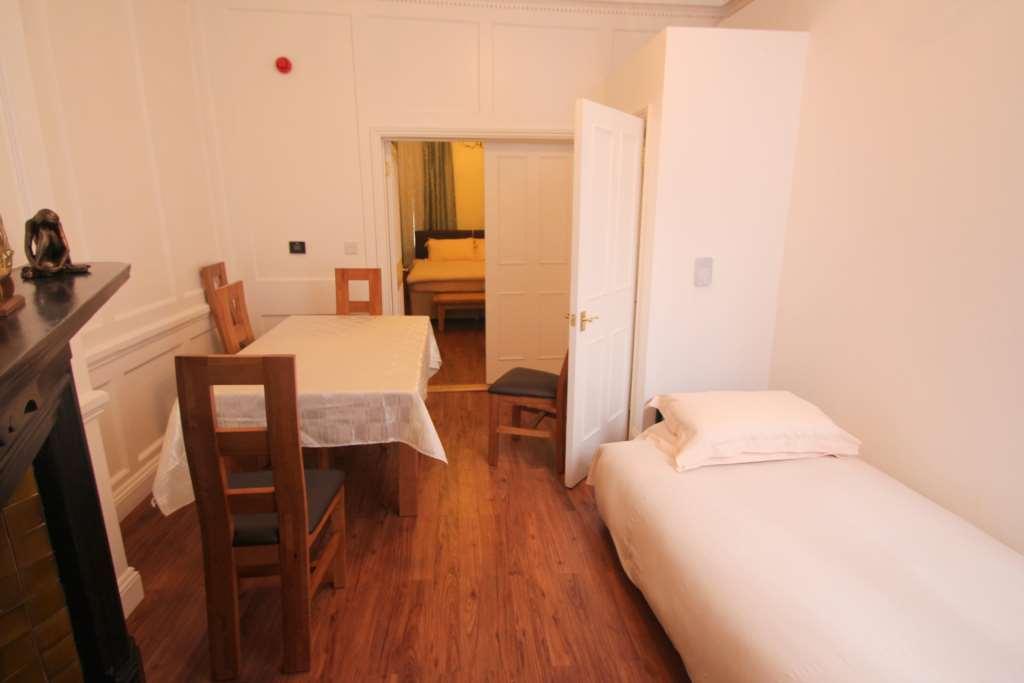 A louer appartement 1 chambre situe ground floor flat dean street w1d londres 1150 - Chambre a louer a londres ...