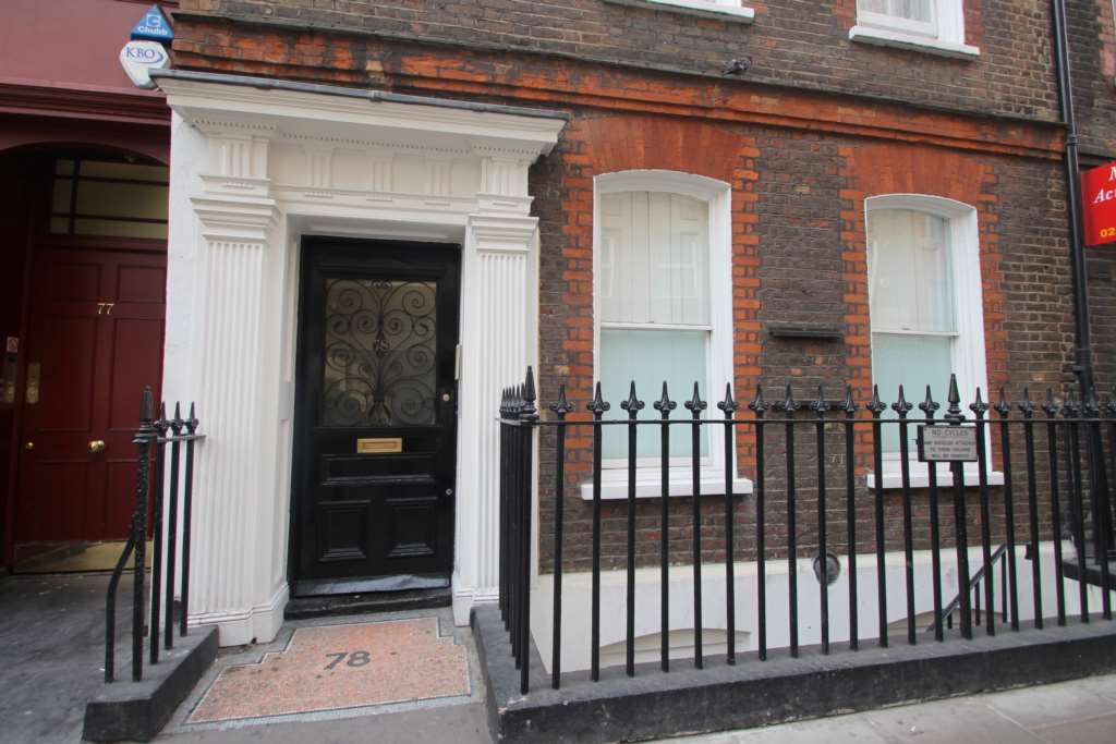 A louer appartement 2 chambres situe lower ground floor flat dean street w1d londres 1400 - Chambre a louer a londres ...