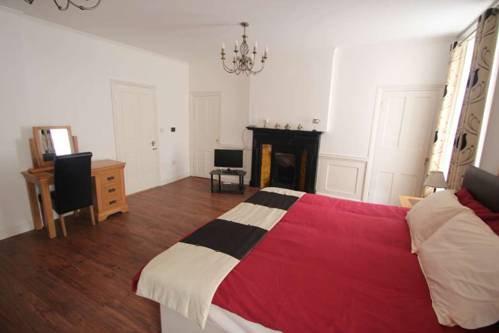 A louer appartement 3 chambres situe second floor flat dean street w1d londres 2240 - Chambre a louer a londres ...