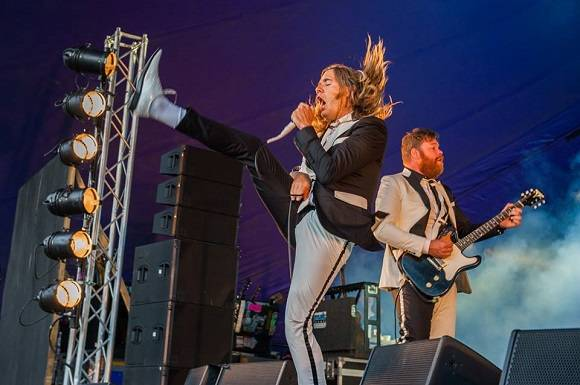 the_hives_standon_calling_2016.jpg