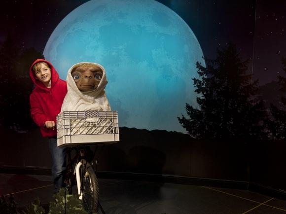 """Résultat de recherche d'images pour """"Dernière image du film de E T l'extraterrestre et elliot"""""""